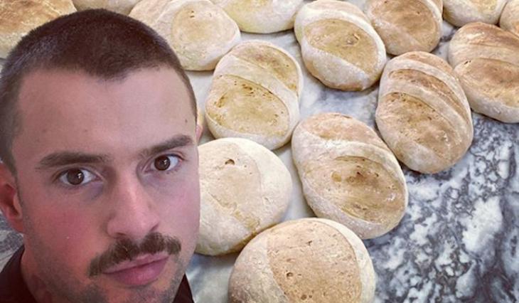 Marco Costa ensina a fazer pão caseiro e receita já é um sucesso