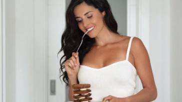 Catarina Gouveia ensina a fazer panquecas saudáveis com batata doce