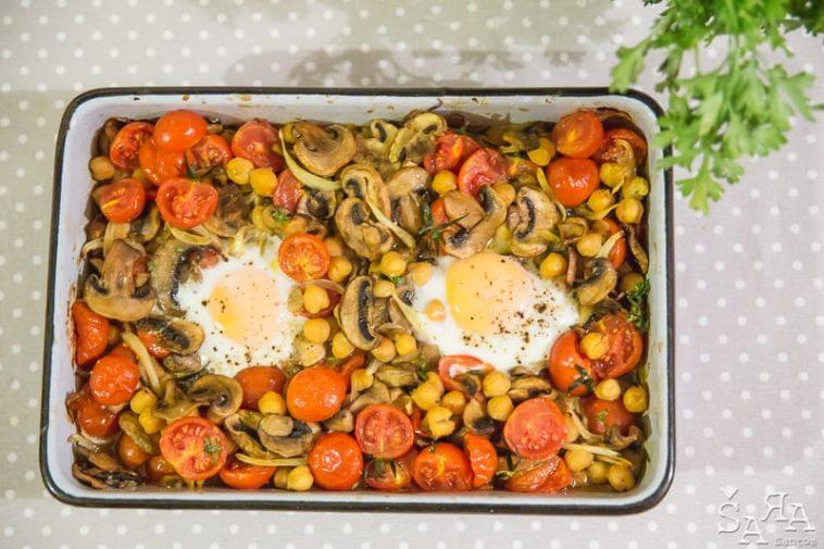Ingredientes do gratinado de grão com cogumelos e tomate cherry
