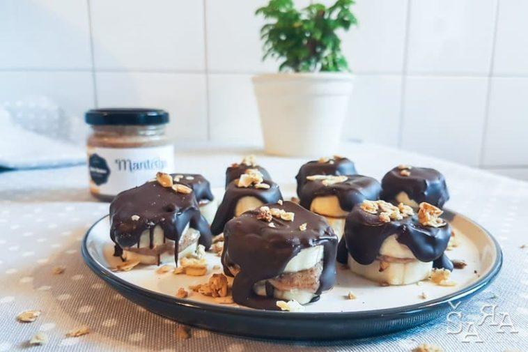 Receita de Snacks de banana com manteiga de amêndoa e chocolate só 3 ingredientes