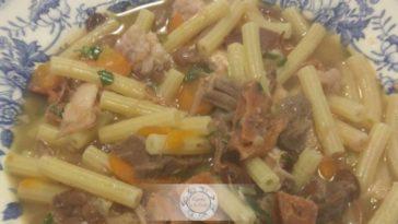 Receita típica de Sopa de Feijão com Massa