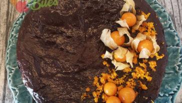 Receita de Bolo de Cacau e Laranja com Ganache de Chocolate Negro