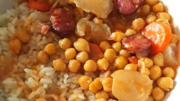 Receita de Mão de Vaca com Grão típico da gastronomia portuguesa